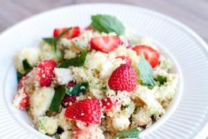 couscoussalade met aardbeien