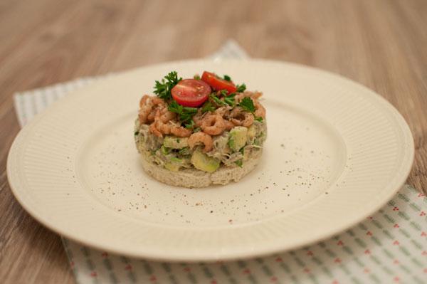 Makreeltaartje met avocado en Hollandse garnalen