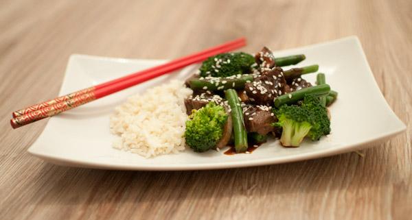Oosterse biefstukpuntjes met broccoli en boonjtes