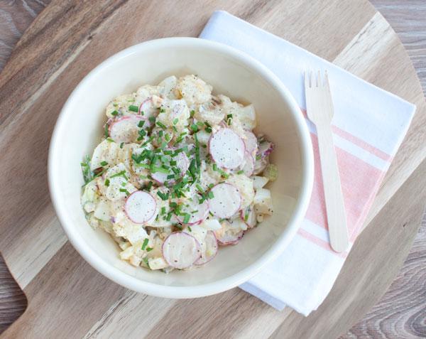 Aardappelsalade met radijs en augurk