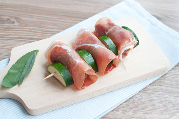 Kalfsspiezen met prosciutto en salie