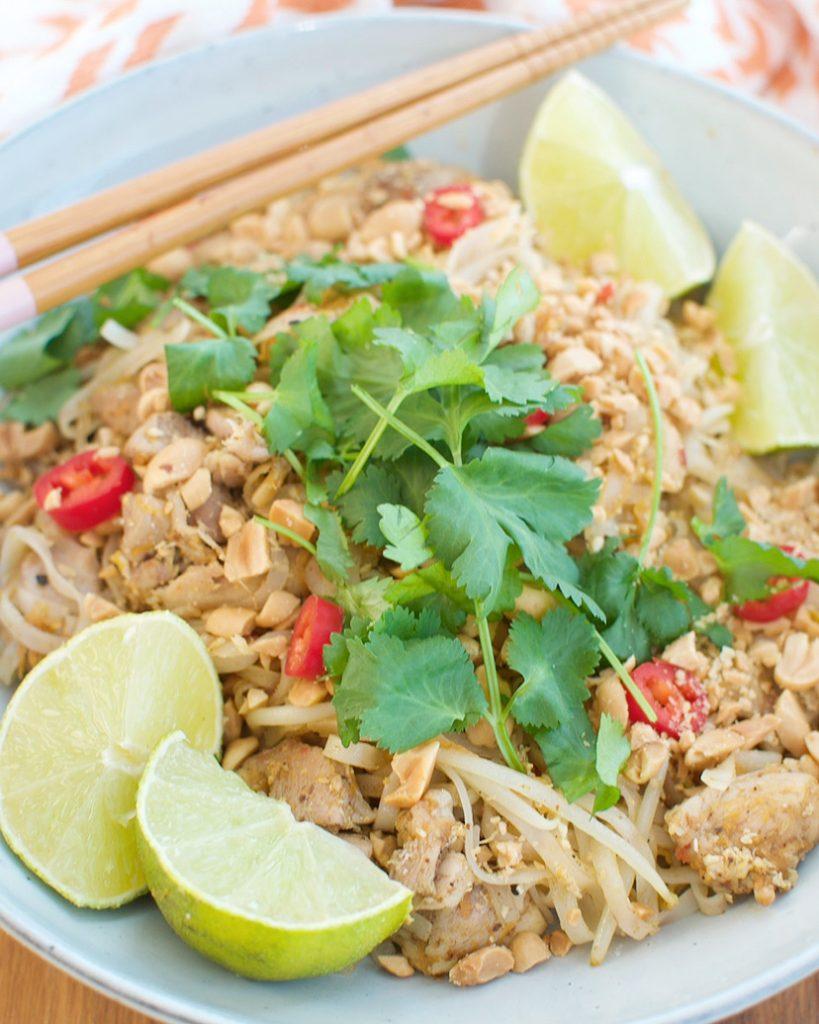 Pad thai met kippendijen
