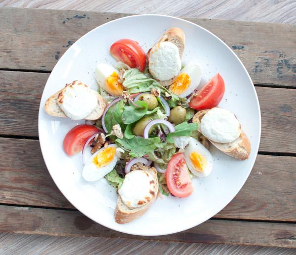 Salade met geitenkaas en honingdressing