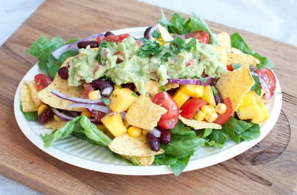 Mexicaanse nachosalade met mango