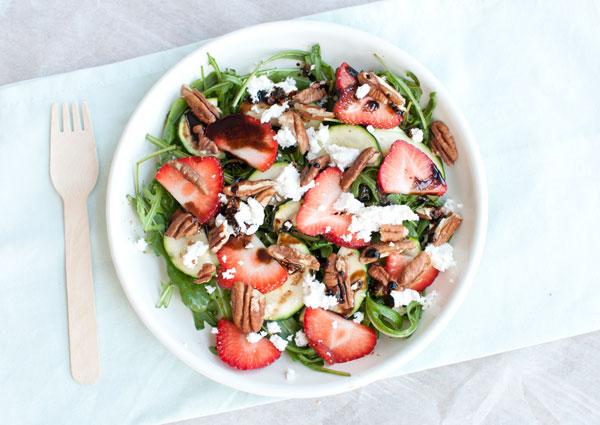 Salade met aardbeien en geitenkaas
