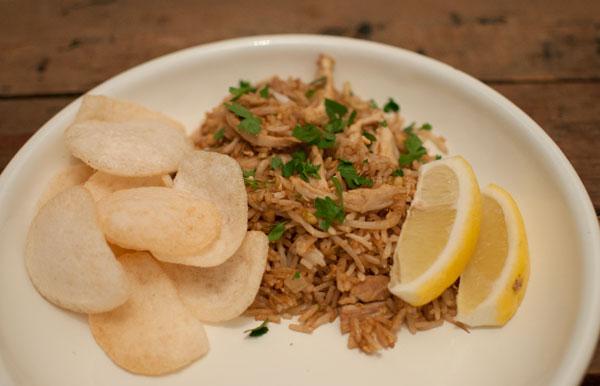 nasi goreng met kip en taugé