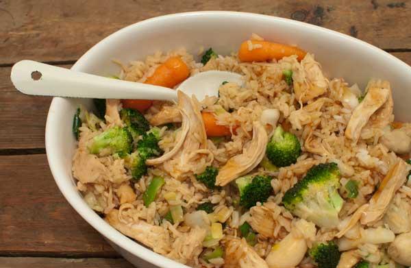 rijstschotel met teriyaki-kip en Japanse groente