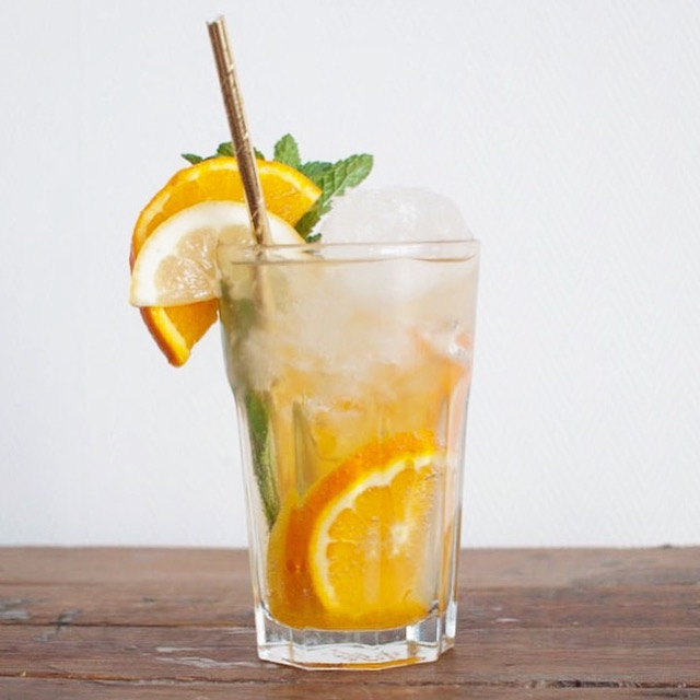 Koningscocktail met sinaasappel en munt