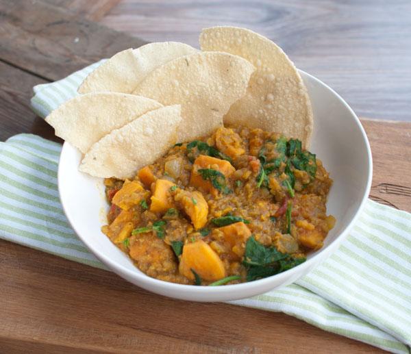Indiase curry met zoete aardappel en rode linzen