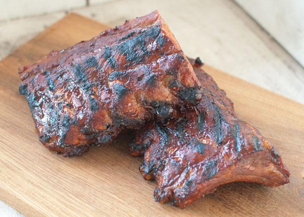 Spare ribs van de barbecue