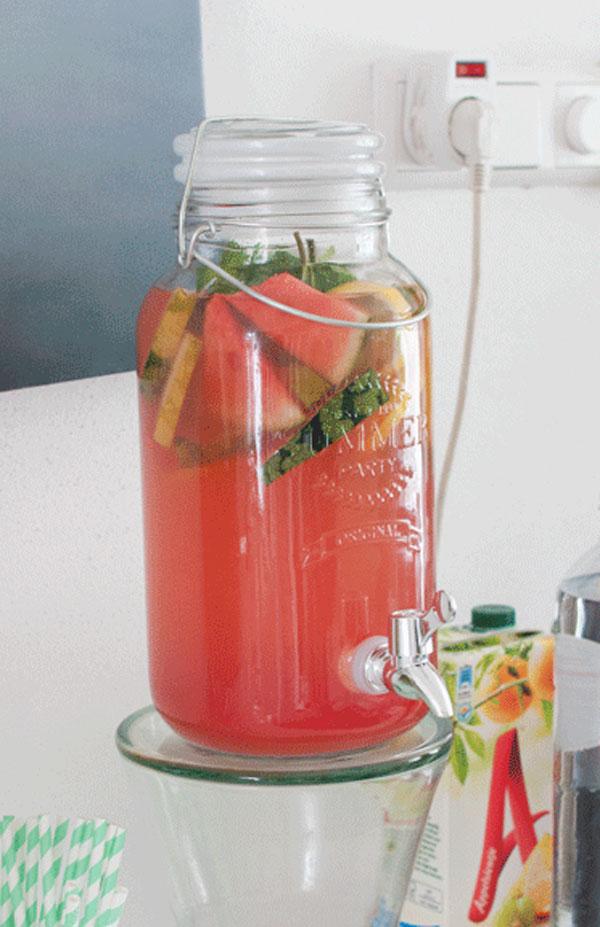 Limonade met watermeloen en citroen