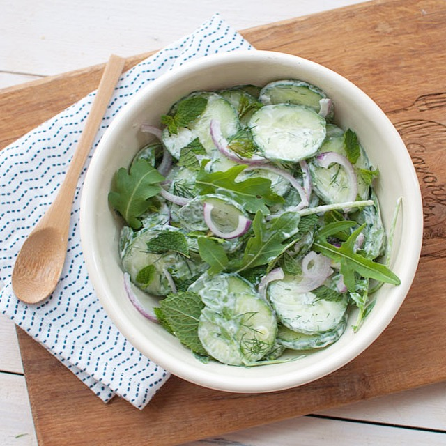 Komkommersalade met dille en munt
