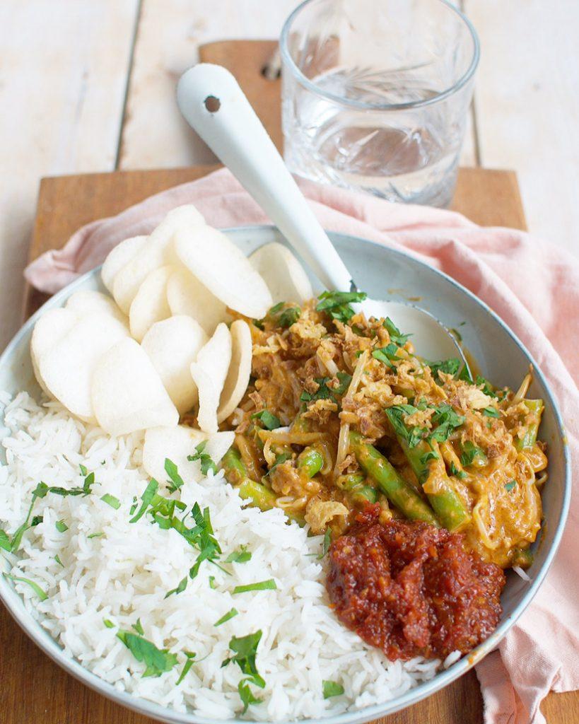 Hete boontjes met gehakt en rijst