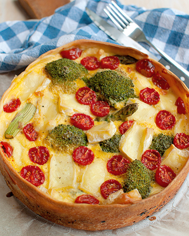 Vegetarische broccolitaart met brie en tomaat