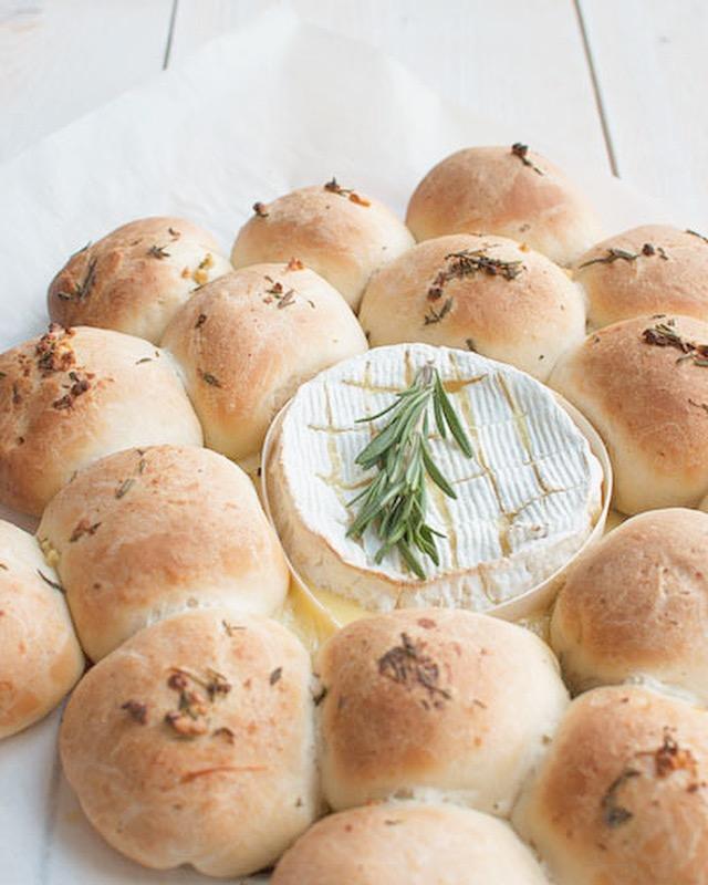 Breekbrood met camembert uit de oven