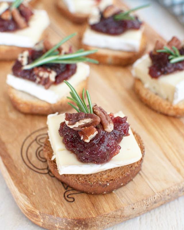 Crostini met brie en cranberry