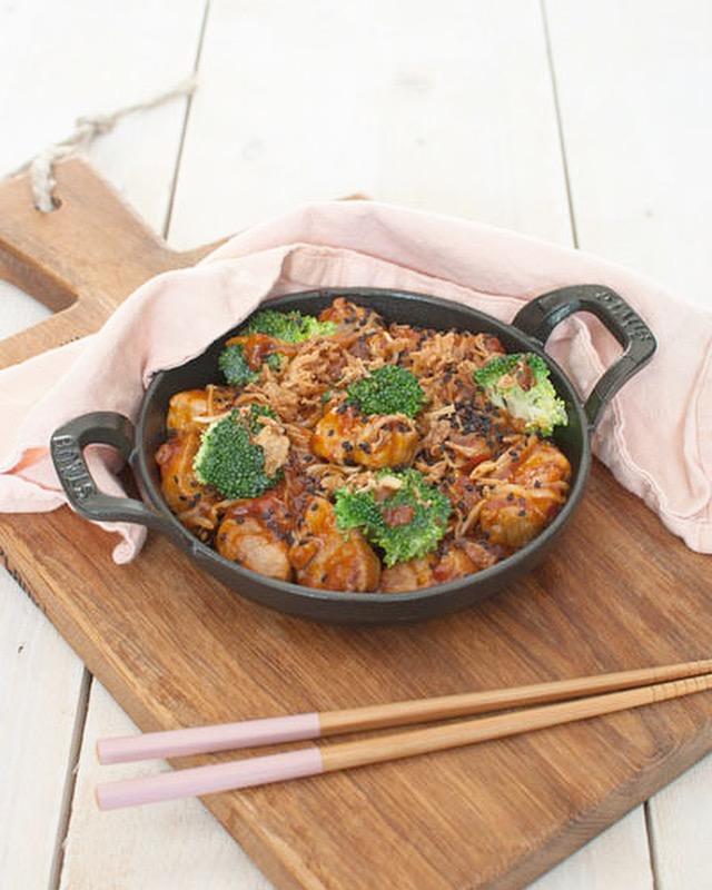 Zoetzuur varkensvlees met taugé en broccoli