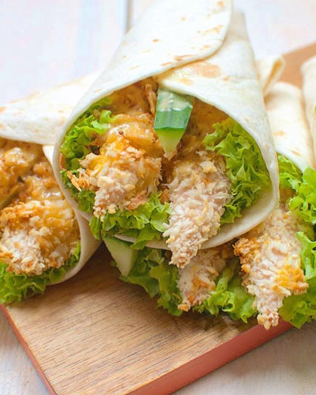 Wraps met krokante kip en honing-mosterdsaus
