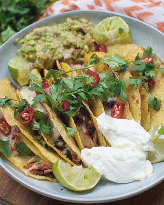 Taco's met kip en guacamole