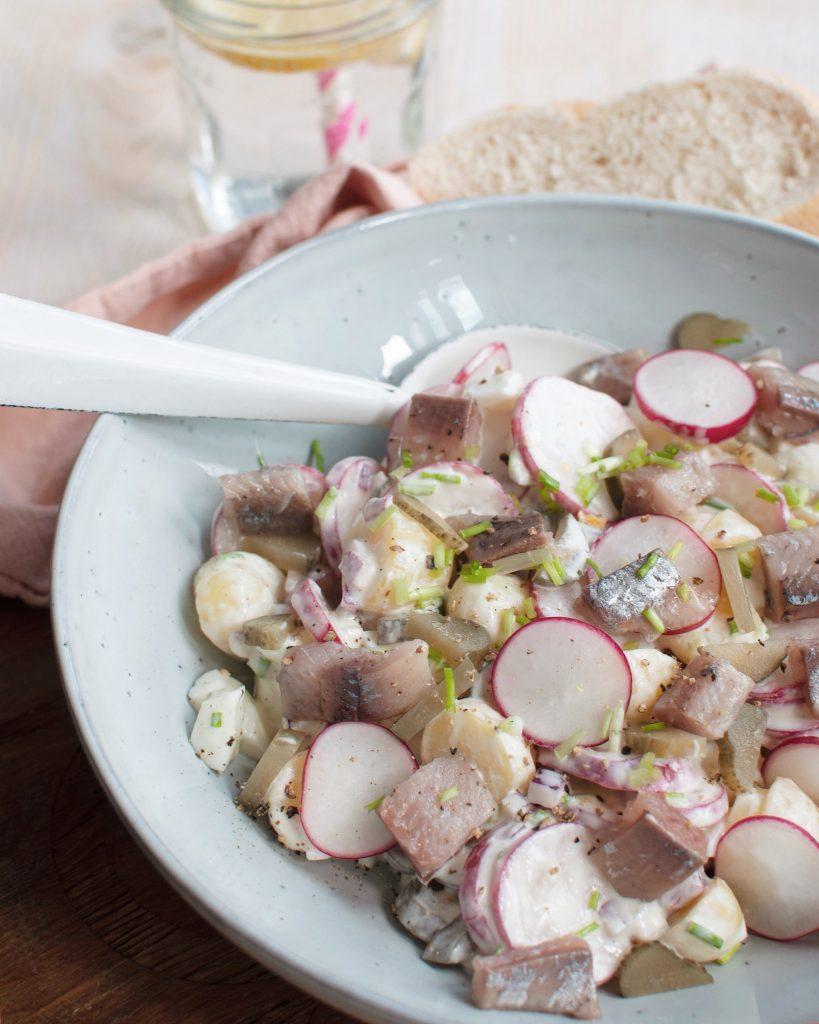 Aardappelsalade met radijs en haring