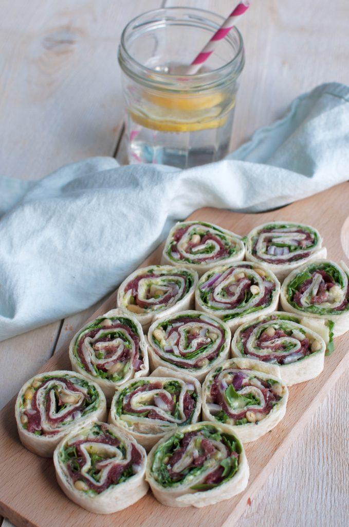 Wraps met carpaccio en truffel-pestomayonaise