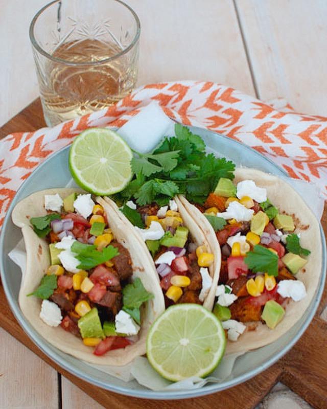 Vegetarische taco met zoete aardappel
