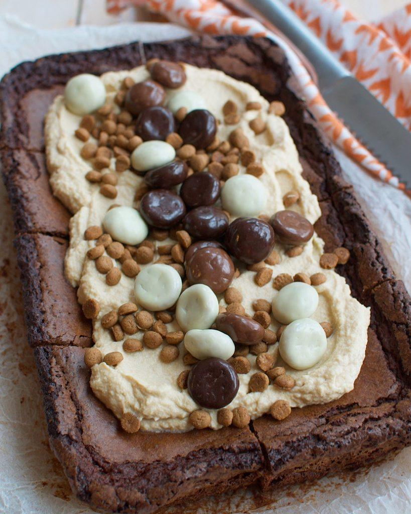 Brownies met pepernoten en speculoosmousse