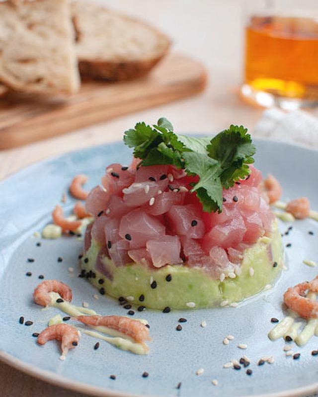 Tonijntartaar met avocado en wasabimayonaise