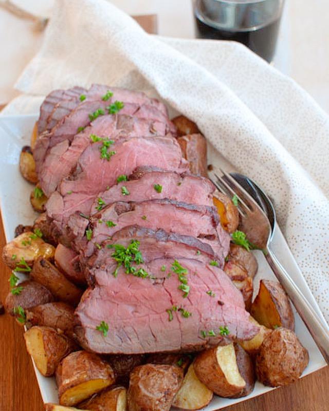 Rosbief uit de oven met rozemarijn en knoflook