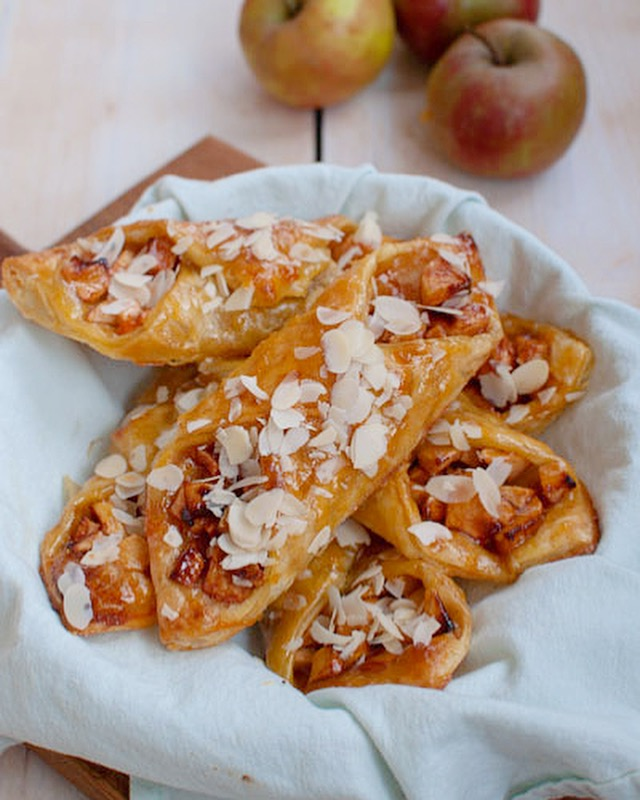 Makkelijke appelbroodjes met amandel en abrikozenjam