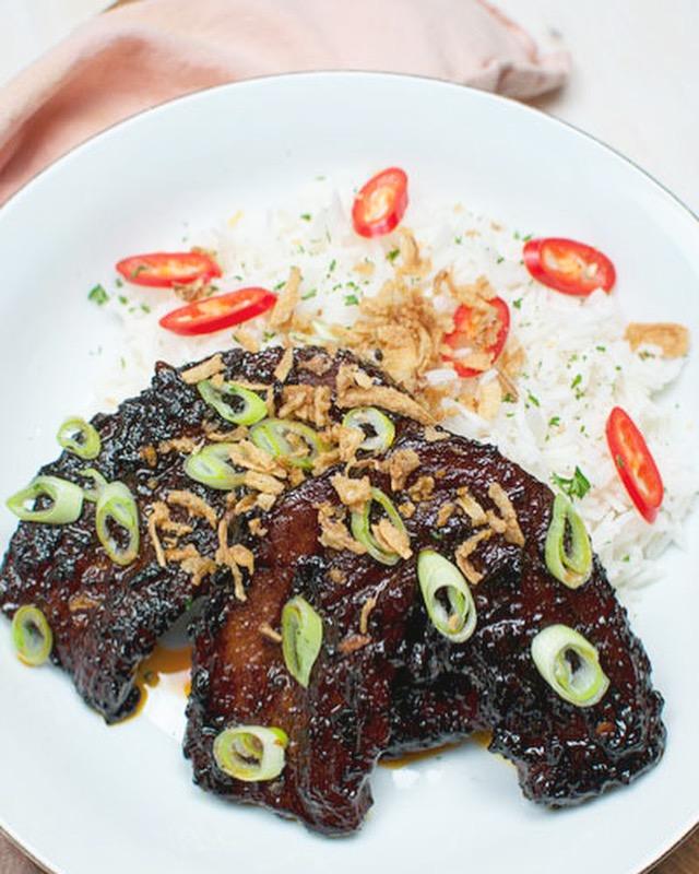 Pittige speklapjes met ketjap en rijst