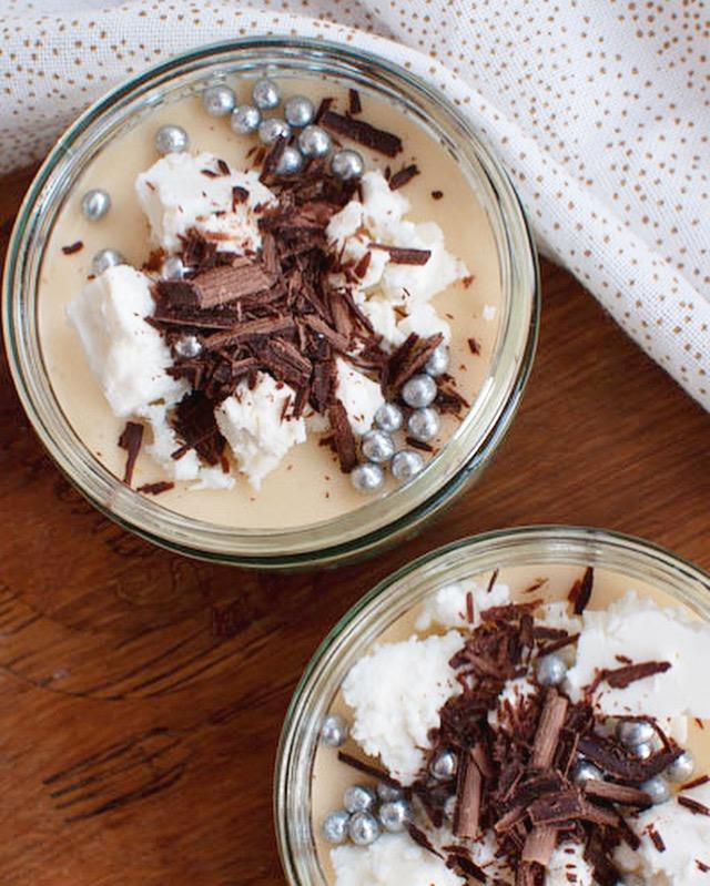 Witte chocolademousse met meringue