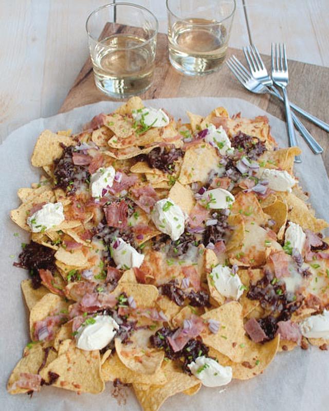 Winternacho's met rode uienchutney en crème fraîche