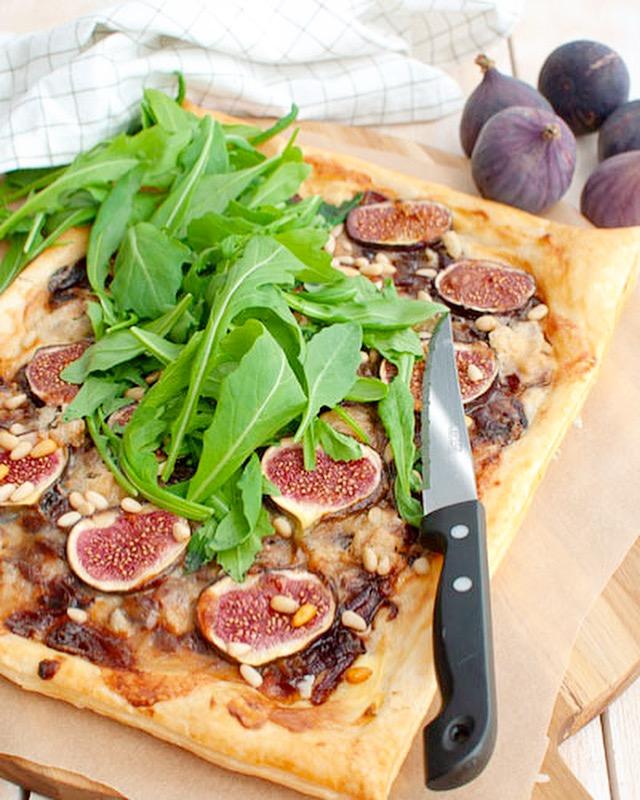 Plaattaart met vijgen en gorgonzola