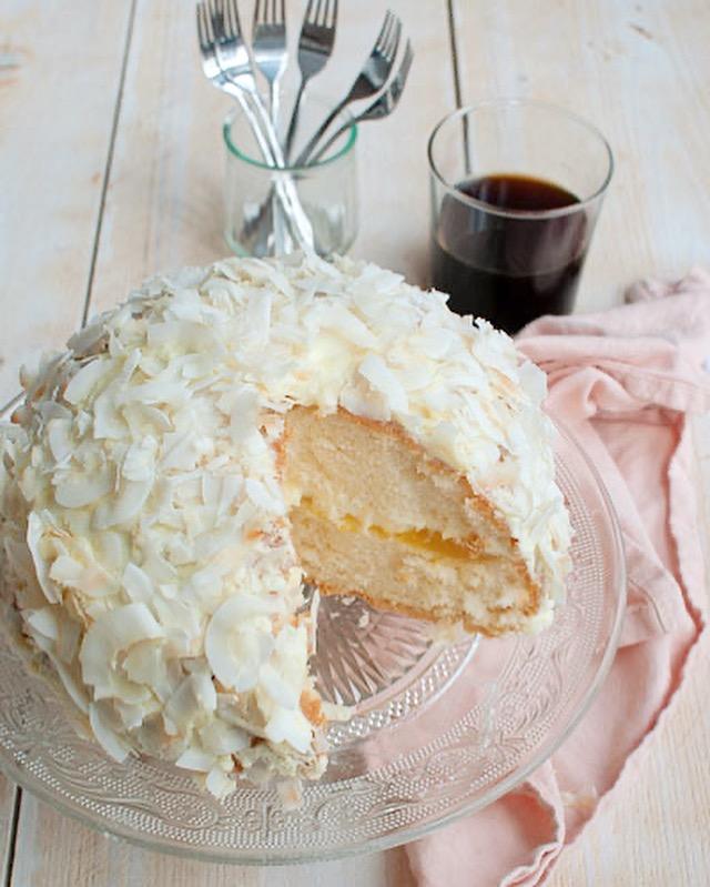 Kokostaart met lemon curd en slagroom