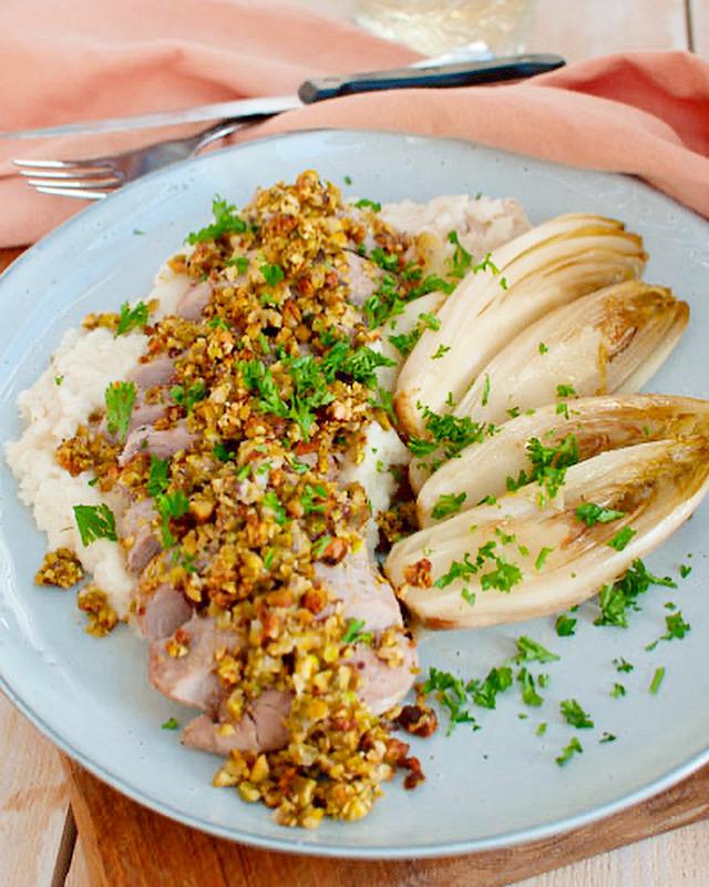 Varkenshaas met pistachekorst en knolselderijpuree