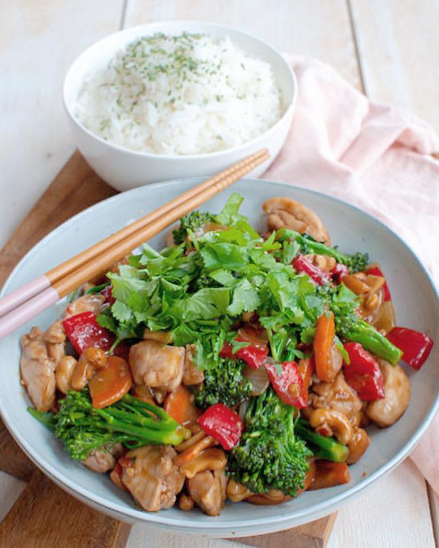 Kip cashew met rijst en lekker veel groente
