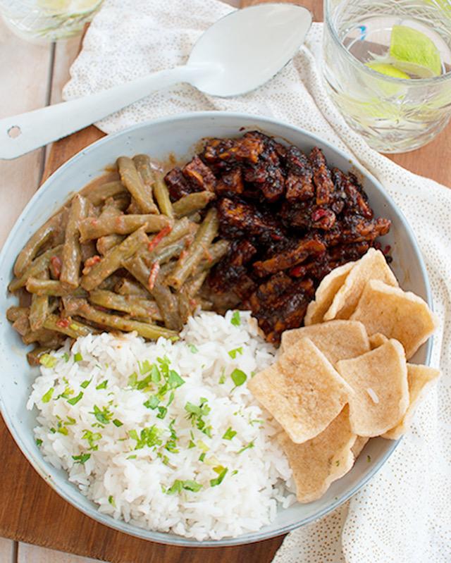 Sambel goreng tempeh met sajoerboontjes en rijst