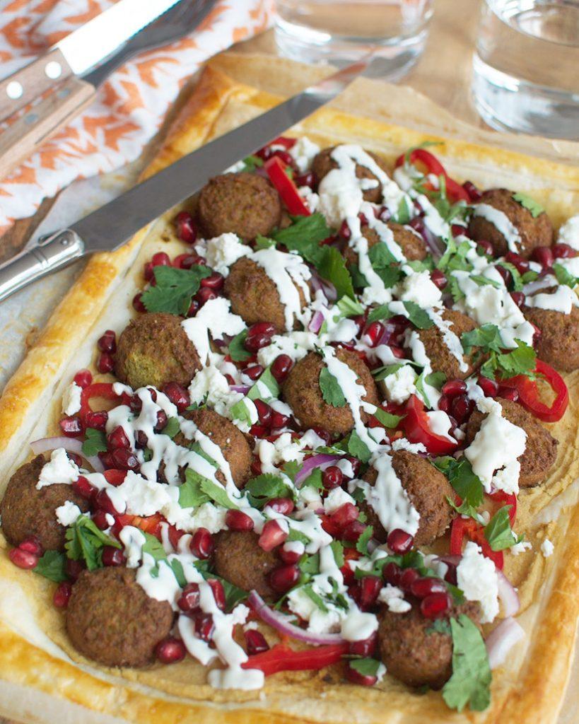 Plaattaart met falafel