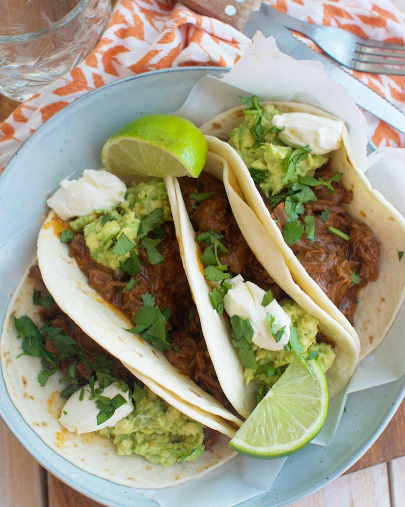 Taco's met pulled beef en avocado