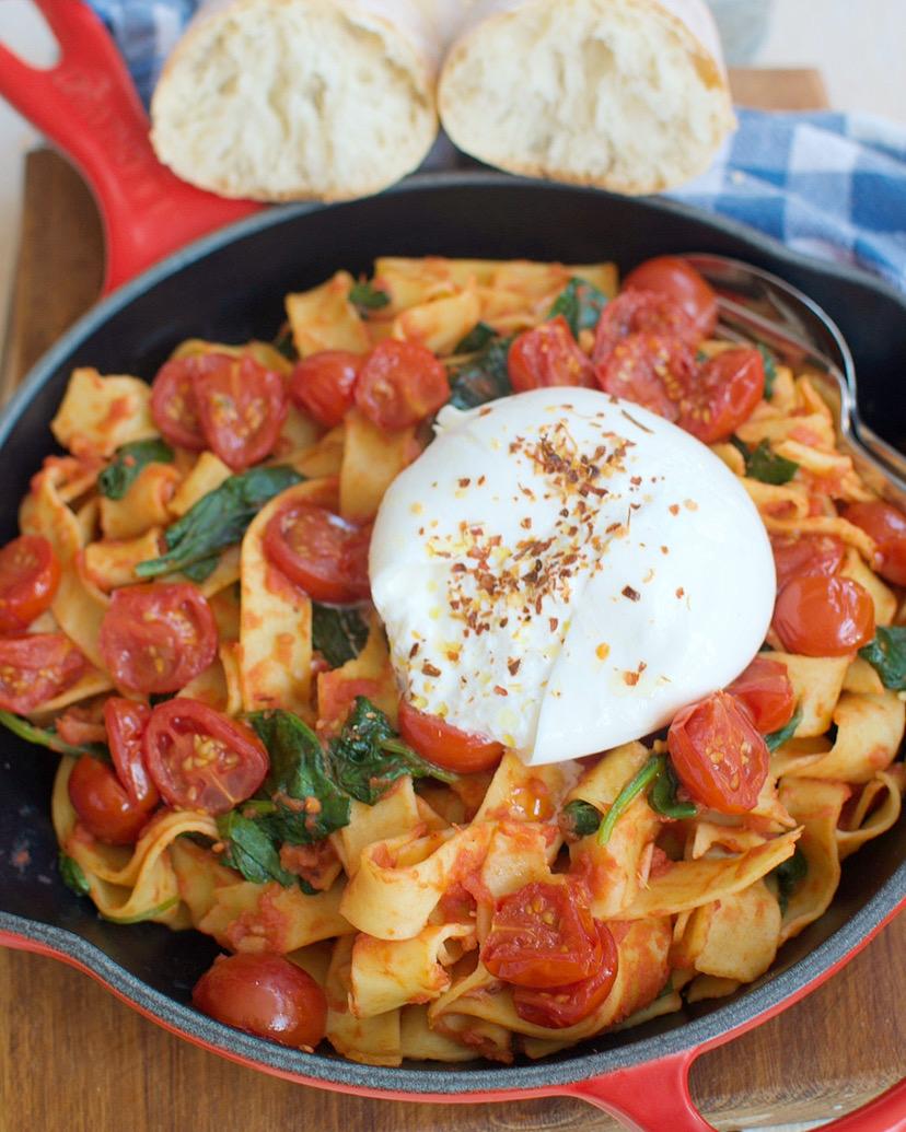 Papardelle met geroosterde tomaatjes en burrata