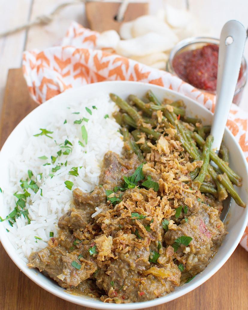 Zelfgemaakte rendang met rijst